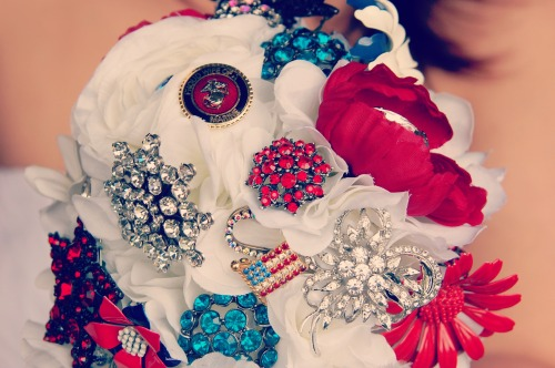 devildoglove:  My brooch wedding bouquet!