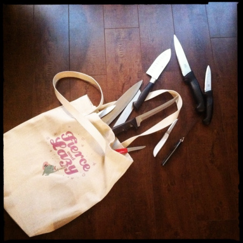 hannahbrun:  Ladies, it's Spring! What's in your bag?  omg