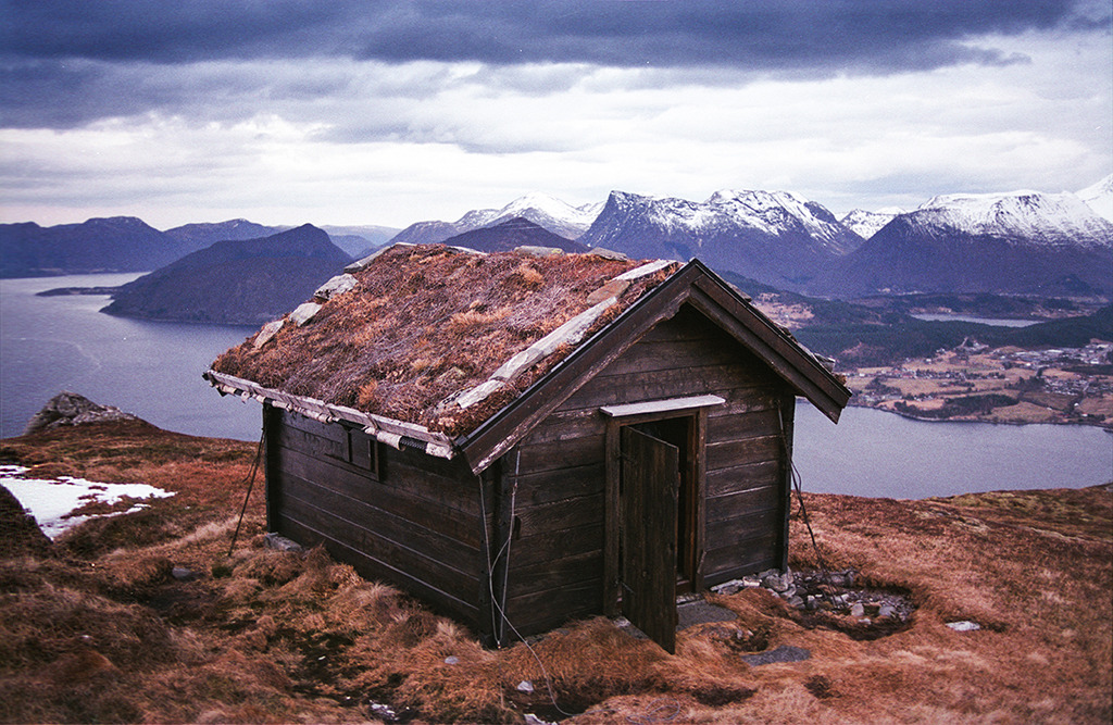 cabinporn:  Cabin with an earthen roof near Folkestad, Norway. Contr