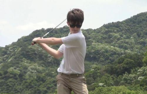 xoxo-grey:  Greyson likes golf but says he doesn't think he's very good at hitting drives or putts.