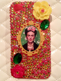 nappyhappy:  One of my amazing customers made this gorgeous phone cover using one of my Frida Brooches! SO COOL!