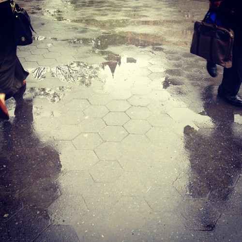 Rainy morning commute #latergram #nyc  (at Union Square Park)