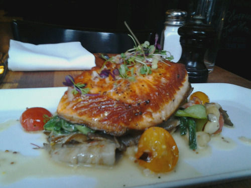 *Special* at UWS tonight is roasted atlantic salmon w/ baby bok choy, oyster mushrooms & cherry tomatoes w/ a mustard beurre blanc. $25