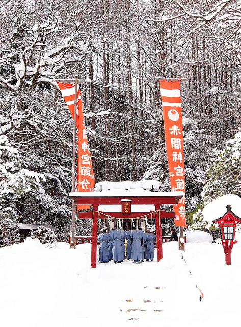 a Shinto ritual in snow (雪中神事) by photoholic image on Flickr.