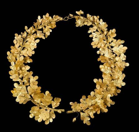 yeaverily:  Gold wreath of oak leaves and acorns, Greek, Late Classical or Early Hellenistic Period, 4th century B.C.