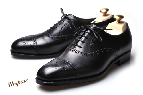"eBay Roundup These Edward Green black semi-brogues look really nice, and exactly in my size, but I have little faith that I would wear them enough to justify the cost. If you're interested, you can check South Korean shoe retailer Unipair for better photographs (one of which is used above).  For more nice items, try using our customized search links for high-end suits, good suits, high-quality shirts and fine footwear. They've been designed to help you separate the wheat from the chaff on eBay.  Suits, sport coats, and blazers  Huntsman double breasted coat, 40 Swaine Adeney herringbone tweed, 40 Corneliani brown windowpane sport coat, 40 Canali navy cashmere sport coat, 40 Andover Shop tuxedo, 42 Ralph Lauren grey suit, 42 Houndstooth check sport coat, 42 Ralph Lauren Black Label tan cotton jacket, 44 St. Andrews blue windowpane sport coat, 48  Outerwear  Barbour motorcycle jacket, S Belstaff motorcycle jacket, 38 Paul Stuart leather jacket, M Barbour Beaufort, 40 Eastman A2, 40 Garbstore khaki cotton jacket, L Ralph Lauren leather jacket, L Gloverall tan duffle, 42 J Press field coat, XL Engineered Garment brown cotton jacket, XL  Sweaters and knits  Kiton sweaters, various sizes Drake's Fair Isle vests, 38 (1, 2) Orvis shawl collar cardigan, M Striped Shetland sweater, M Braemar camel hair crewneck, L Grey cashmere rugby, L Cruciani rust v-neck, XL Real McCoy grey sweatshirt, XL  Shirts and pants  Blue Canali shirt, 17 Blue Belvest shirt, 18.5 Sid Mashburn chinos, 30 (note: these fit very slim) Chipp tan cords, 38  Shoes  Alden shell cordovan boots, 7 Ralph Lauren jodhpurs, 8.5C Alden Indy boots, 8.5 Weyenberg brown oxfords, 9 Edward Green black semi-brogues, 9 (same as model above) Alden brown derbys, 10 (not shell) Crockett and Jones oxfords, 10.5 Brioni side zip boots, 12 Brioni cap toe derbys, 12 Edward Green black oxfords, 12.5  Ties  J Press burgundy bow tie Drake's paisley tie Drake's navy striped tie Kilgour navy pin dot tie Ralph Lauren wool glen plaid tie Ralph Lauren wool houndstooth tie  Bags, briefcases, and wallets  Valextra black attaché ACL x Billykirk bag Glaser bag  Misc.  Painting Apolis hook belt, 34 Zegna scarves (grey, brown) Saphir standard cream polish (1, 2) Saphir Gold Medal wax polish (1, 2) Flusser's Dressing the Man Brooks Brothers schoolboy style scarf ""How to Run a Successful Party"" Lorenzi cufflinks Alligator slide belt strap, 38 Loewe portfolio Drake's paisley silk scarf  If you want access to an extra roundup every week, exclusive to members, join Put This On's Inside Track for just five bucks a month."