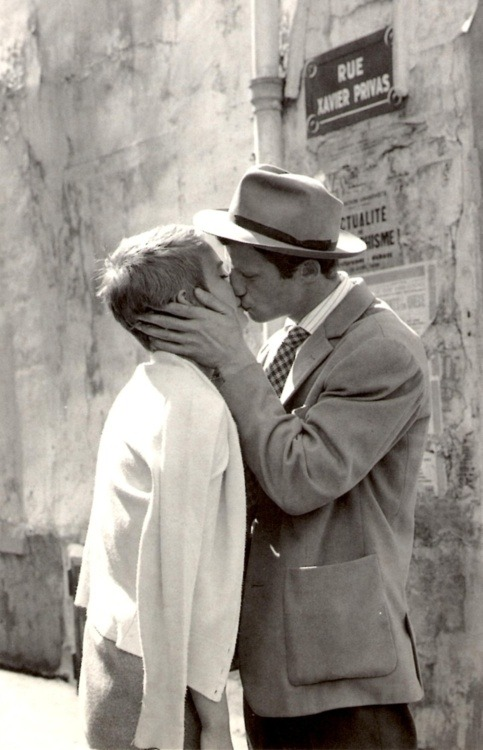 wehadfacesthen:  Jean Seberg and Jean-Paul Belmondo in A bout de souffle (Jean Luc Godard,1960) via theswinginsixties