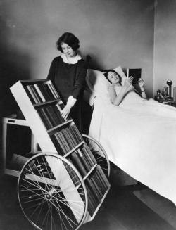 anaimiaktion:  1928 :. Bookmobile for the sick