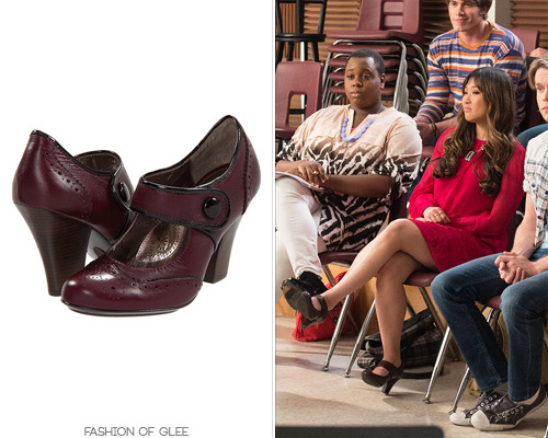 We've got a major shoe crush on Tina's wingtip mary janes that she's wearing in 'Wonder-ful'! They are full price in Tina's color (link below), but are crazily reduced to just $42 if you'd like them in black, brown, or pewter. Söfft 'Fiona' Mary Janes - $114.00 Worn with: Classic Hardware necklace