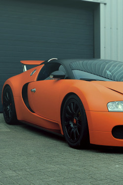encor3:  One of Michel Perridon's 16.4 Veyron's….unfortunately his other one was impounded indefinitely for doing double the speed limit (the Dutch Police can do that). Life is hard…good thing he has two.