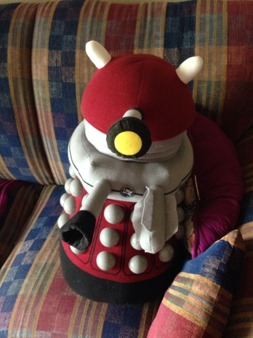 commandermimishepard:  I got a Dalek for my birthday from cantkeepmymusictomyself!!! Many thanks!!! :D