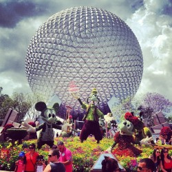 #epcot #waltdisneyworld #disney #flowerandgarden #goofy #mickeymouse #minniemouse