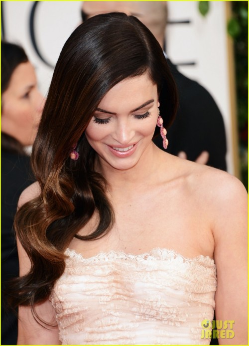 Megan Fox in Dolce & Gabbana, 2013 Golden Globe Awards omg she's doing her look down move again omg