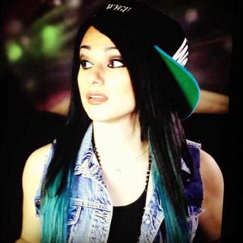 d-o-p-e-s-i-d-e:  http://swag-snapback-tattoos.tumblr.com/                     Follow-me