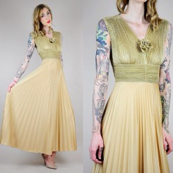 noirohiovtg:  70's champagne gold maxi - new to Etsy shop #vintage
