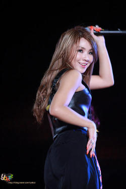 I have never seen CL so beautiful!