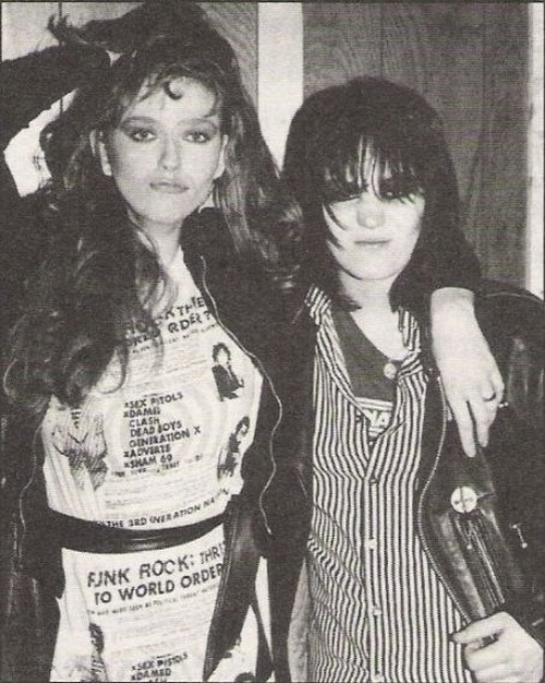 fyeahjoanjett:  Joan Jett and Bebe Buell.