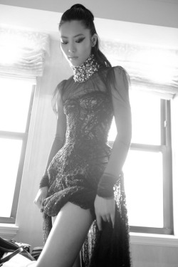 senyahearts:  Liu Wen - getting ready for the Met Gala  Wearing: Alexander McQueen senyahearts.tumblr.com