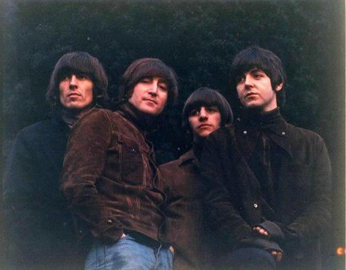 gsv107:  The actual uncropped Rubber Soul photo, I never saw this one before!