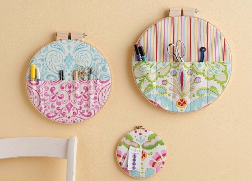 I do think this may just be the most brilliant use of embroidery hoops ever. Check out Fishsticks Design for this free pattern and a host of other great tutorials!