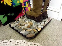 dulceetdecorus:  DIY: Rock Shoe Tray