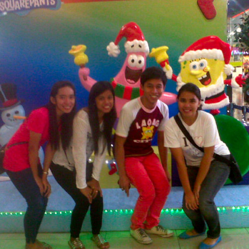 alyssa, ate aiza , ferd, and me. took by ate jhuvie at rob ilocos norte. dec 23 2012 (Photo taken and uploaded via MOLOME )