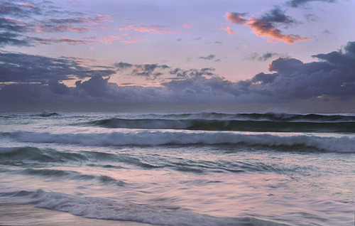 esteldin:  Sunrise at Manly by nigelhowe on Flickr.