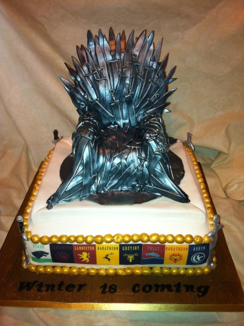 gameofthrones:  Completely edible iron throne with sigils around the cake