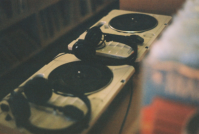 n0cturnal:  turntables by On a meadow, lea on Flickr.