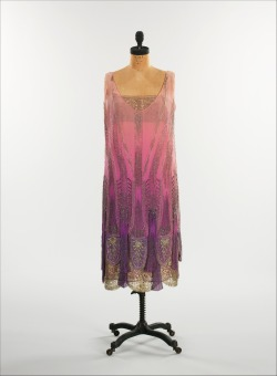 lostsplendor:  Twenties in Technicolor: Beaded Silk Dress, France c. 1925 (via The Metropolitan Museum of Art)