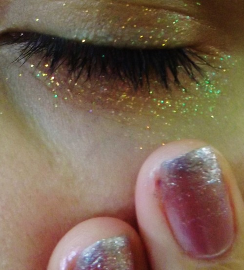 ytoob:  a mess of glitter