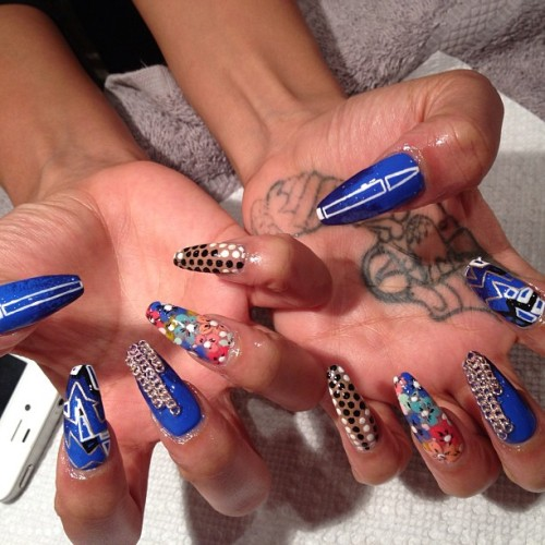 nails for @assatajoness who opened for Brandy yesterday. #stagenails