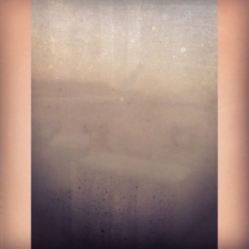 Hot weather means fog on cold windows. ☀💺✈