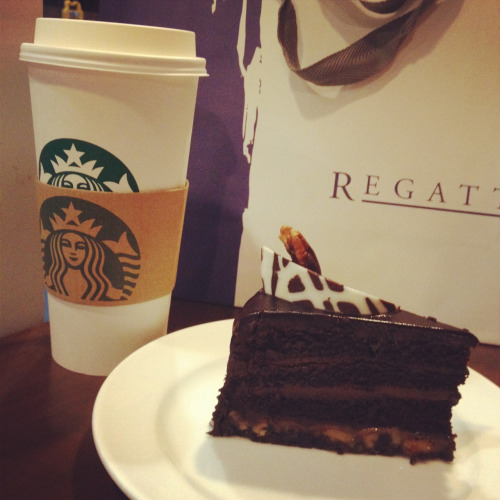 Starbucks, Calamba Dark chocolate turtle cake