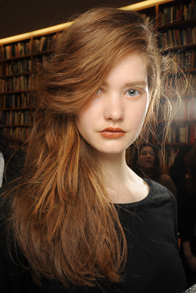 fuckyeahrunwayhair:  Esmé Wissels backstage at Rodarte Fall 2011 RTW  Pretty carrot tones.
