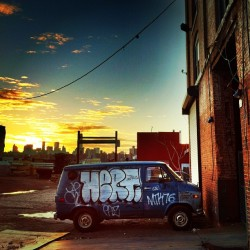 #van #graffiti #sunset #ny #nyc #brooklyn #skyline #soloparking #car