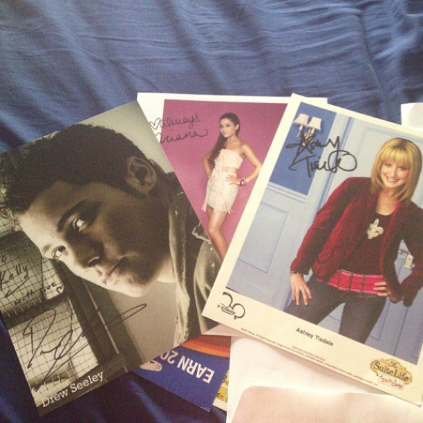 #Cleaning out my #old desk and end up finding these! #autographs @arianagrande @drewseeley @ashleytis #instapic