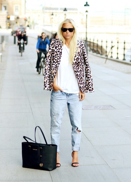 Shoes – Zara, Jacket – Romwe, Bag – Michael Kors, Jeans – Gina Tricot  [source: victoriatornegren]
