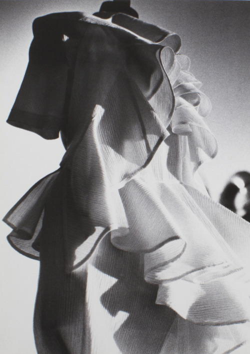 bienenkiste:  Comme des Garçons Noir dress photographed by Sachiko Kuro for Six #1, 1988