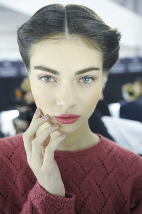 deduco:  vogueweekend:  Antonina Vasylchenko backstage at Carolina Herrera Fall 2013, New York  this makes me cry