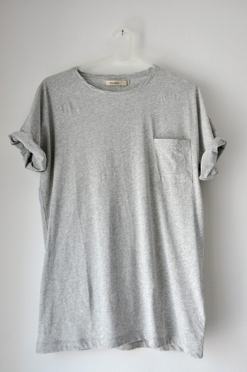 pombares:  Funny how a plain grey pocket T has got 45k notes.