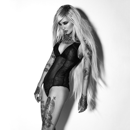 girls-girls-tattoos-tattoos:  More inked girls http://bit.ly/ZVFwZThere.