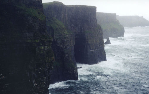 bellure:  Cliffs of Moher (by Kevin)