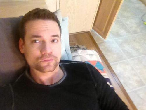 may-playground:  Shane West   @/LyndsyMFonseca #trailernap #selfie see? I can do that too! 😛 pic.twitter.com/pYugX9YnfM