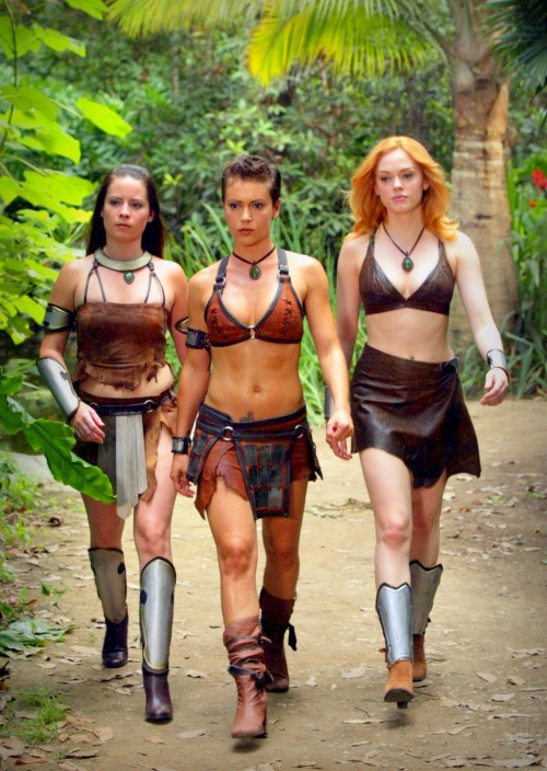 Hah, I never saw this episode but it looks like a Xena/Charmed crossover.