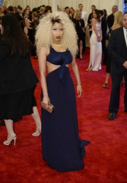 omgthatdress:  Nicki Minaj looks *fierce*