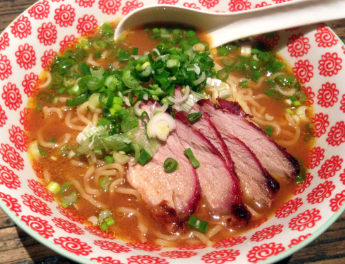 eataku:  Sometimes the best ramen comes from the comfort of your own kitchen! Mutsumi roasted the pork herself too…  Delicious