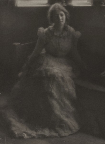 feuille-d-automne:  Julia Hall McCune by Clarence H.White , c.1900 Via The Cleveland Museum Of Art