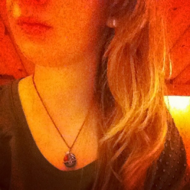 🐯 #girl #blonde #curly #wet #webstagram #home #ipod #necklace #instago #instaday #instagirl #instagood #instagram #instagram #instamood #follow #fun #jj #jj_forum