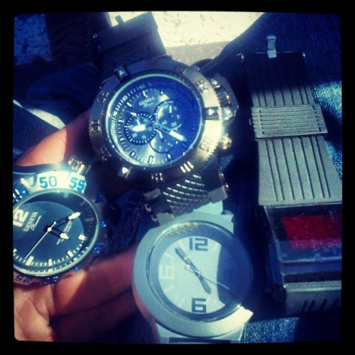 Outcherr in Anahiem Cali fuckin aroun.. I got watches $50-$100 .. Holla atda kid jf interested @jaithaprofit @1lyfemusicgrp Waaas Haannnin #Watches #Anahiem #Low #Jooog #Grind #Hustle #Grustle #Money #Cash #Me #Out #Faassst
